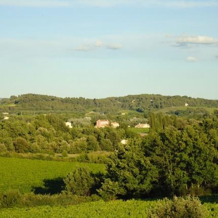 Mairie de Sannes au loin